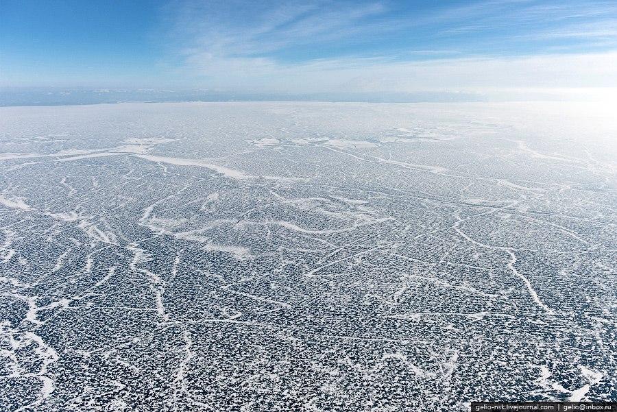 К концу зимы толщина льда на Байкале достигает 1 м, а в заливах — 1,5—2 м.