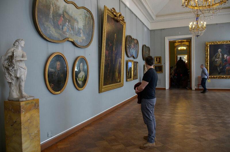 В музее...