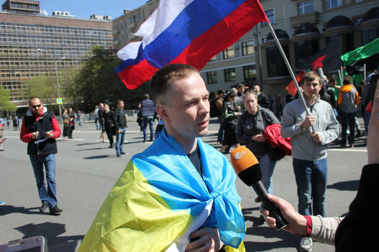 Ильдар Дадин ходил на митинге под украинским флагом