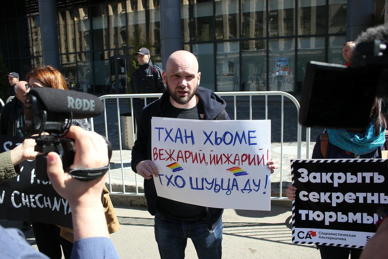 Плакат на чеченском языке в защиту геев Чечни