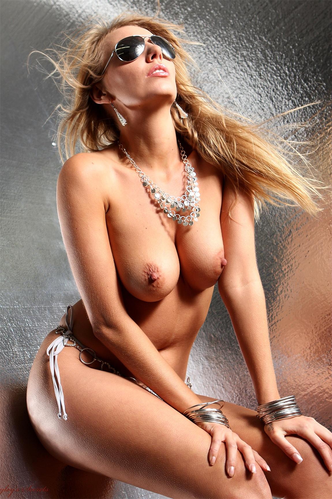 голая Хейли-Мари Коппин / Hayley Marie Coppin nude - silver bikini