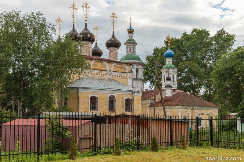 Церковь Димитрия Прилуцкого на Наволоке и церковь Успения Пресвятой Богородицы на Наволоке