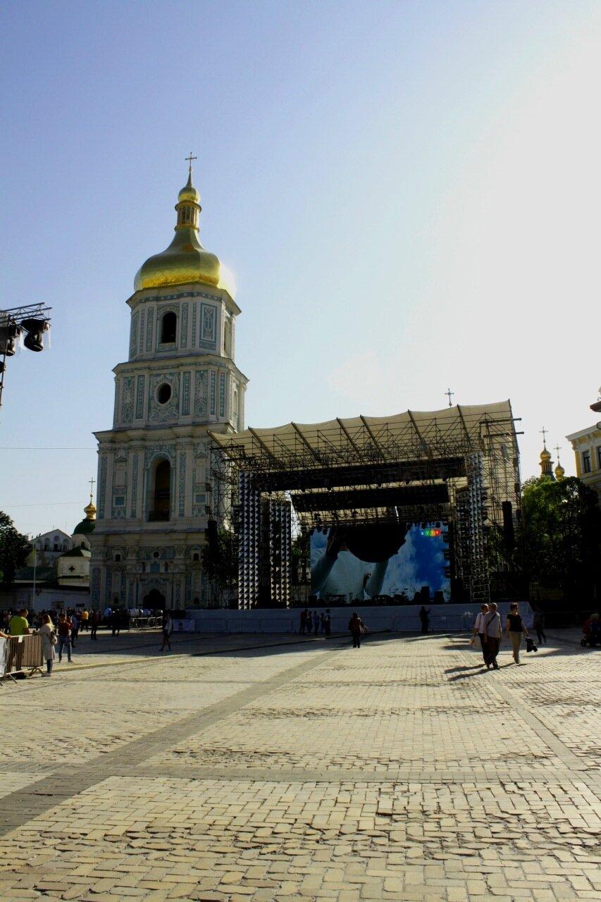 Сцена фан-зоны Евровидения на Софиевской площади
