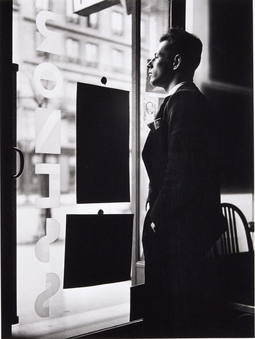 1935. Автопортрет в офисе своего отца на бульваре Вольтера