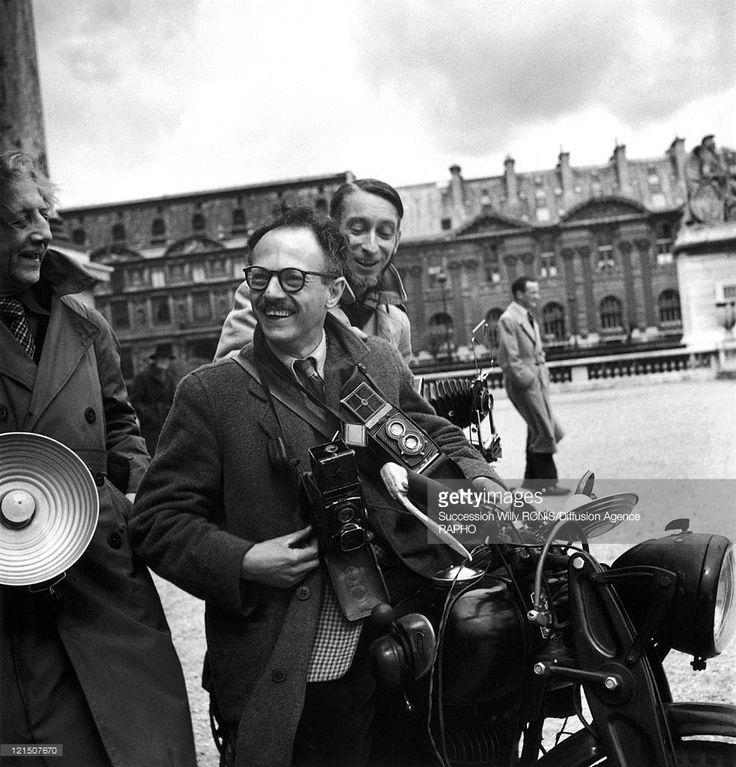 1950. Фотографы Вилли Рони и  Пьер Жаан за работой