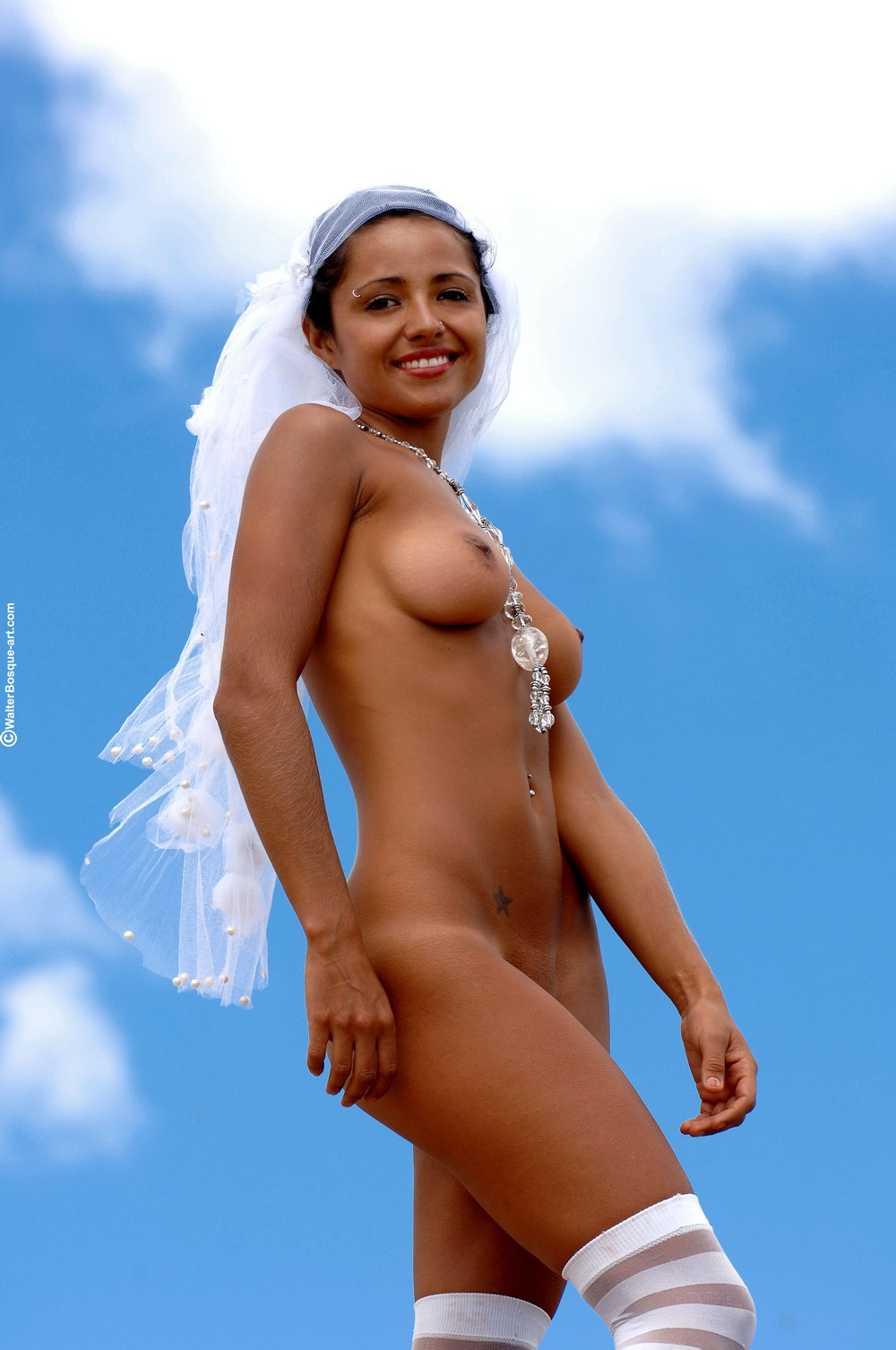 Обнаженная невеста Mia