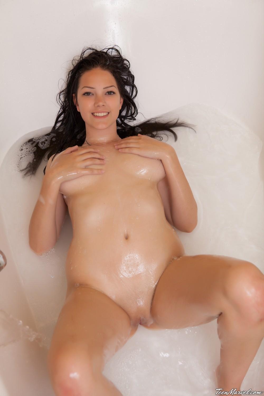 Raine в ванной