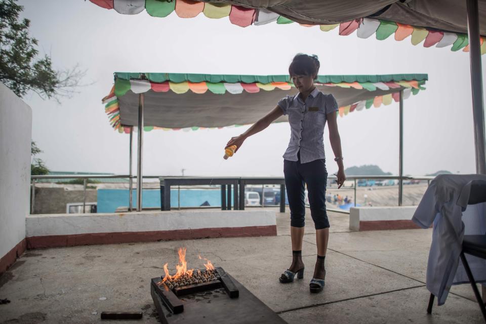 Коллективный отдых на пляже в Северной Корее