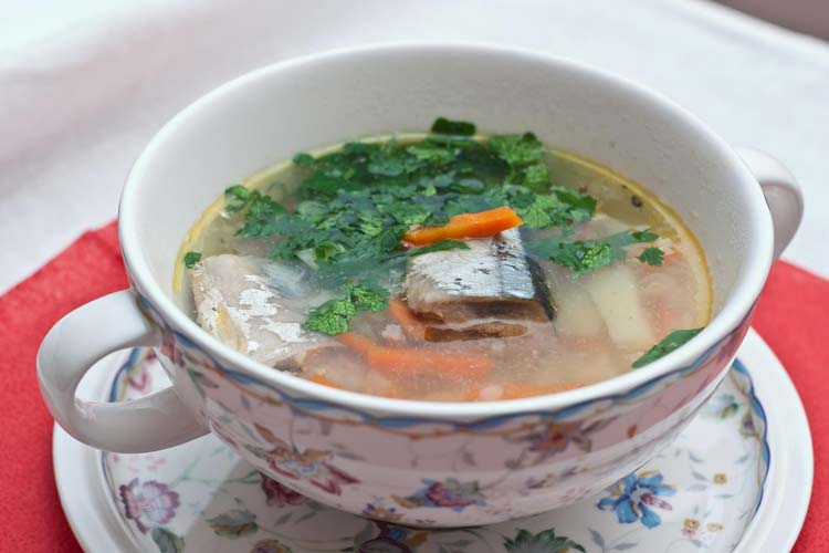 Суп диетический с консервированной сайрой
