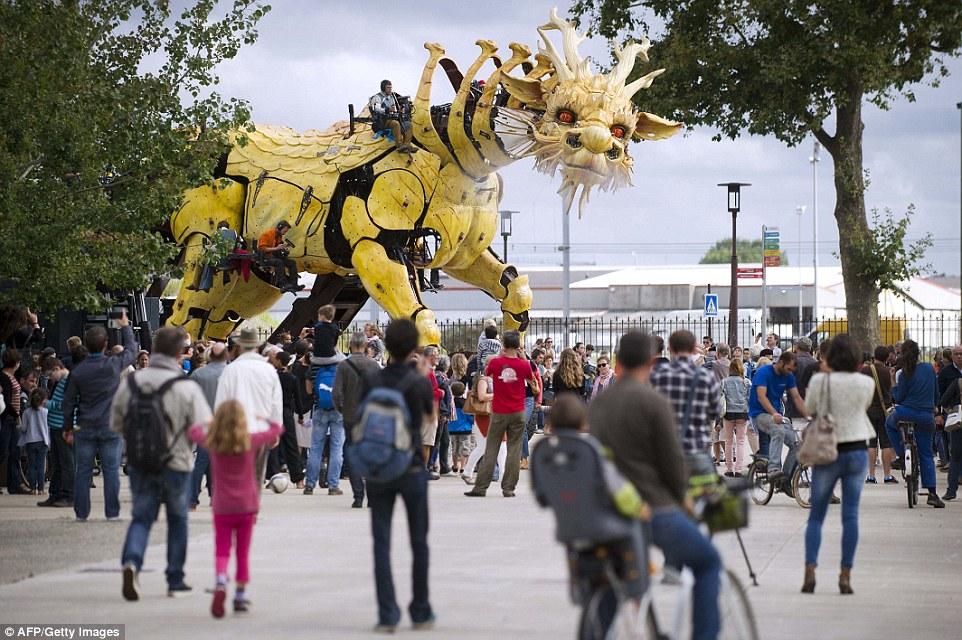 Все огромные существа, населяющие тематический парк «Машины острова Нант», приводятся в движение спе
