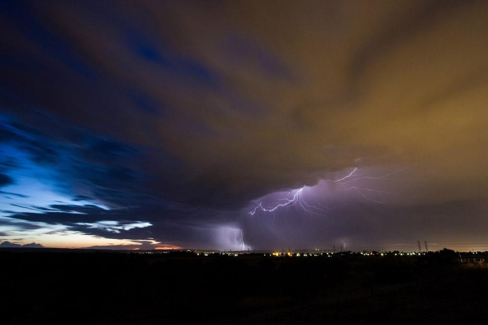 Наиболее часто молния возникает в кучево-дождевых облаках, тогда они называются грозовыми; иног