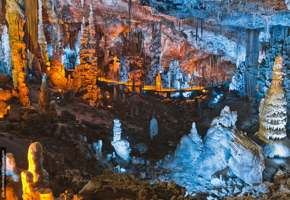 3. Сталактитовая пещера Сорек была названа так от реки, которая бежит в тех краях. Благодаря ей и по