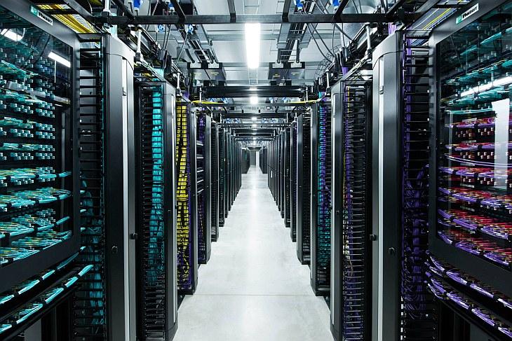 Прогуляемся среди мощных серверов нового дата-центра Фейсбук на краю Полярного круга и поговори