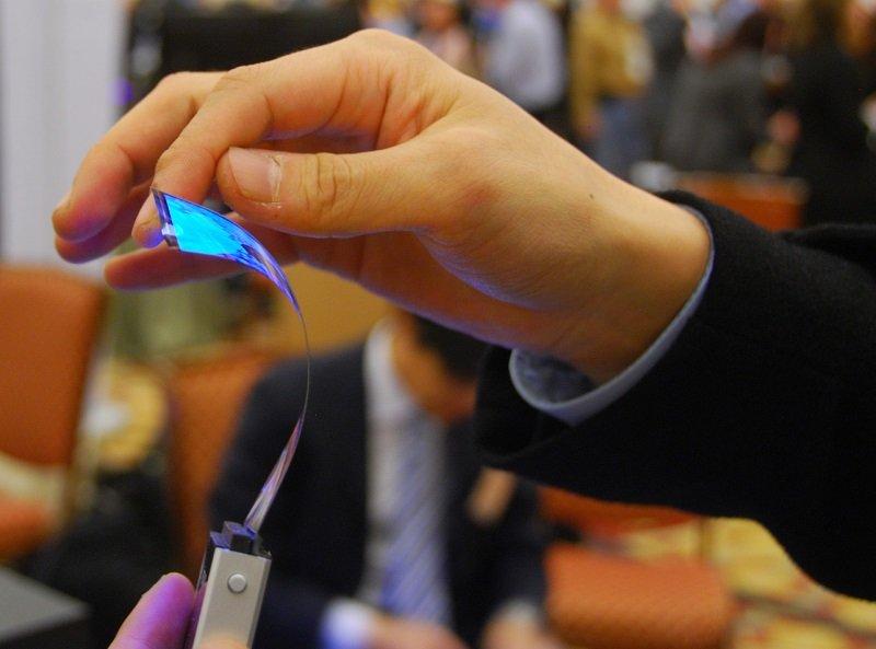 Microsoft раскрыла план захвата мобильного рынка гибким телефоном Surface