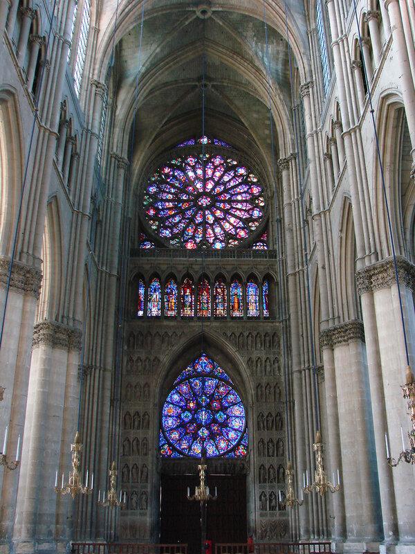 Cath'edrale de Reims int'erieur
