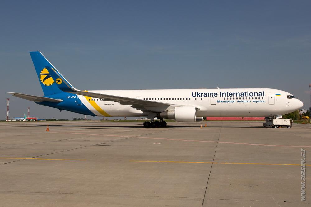 B-767_UR-GEC_Ukraine_International_Airlines_2.JPG
