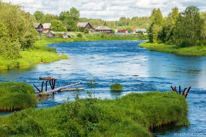 Река Пяльма и дома в Заречье, Карелия