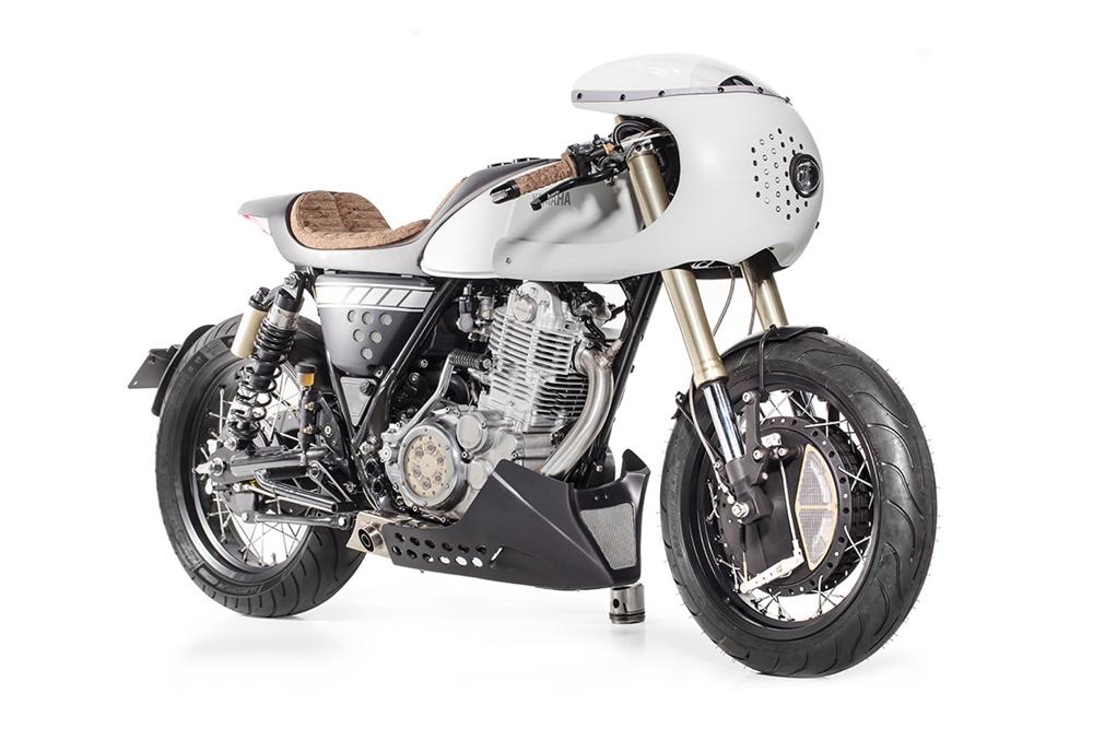 Capelo's Garage x Elemental Rides: Кафе рейсер  Yamaha SR400