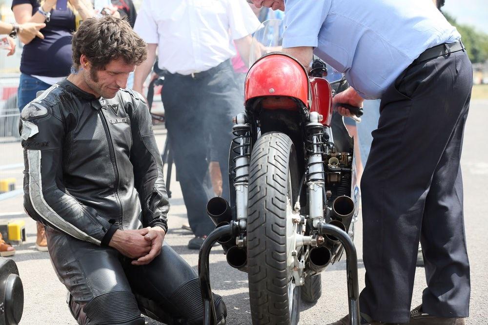 Гай Мартин прокатился на реплике Honda RC174 (фото, видео)