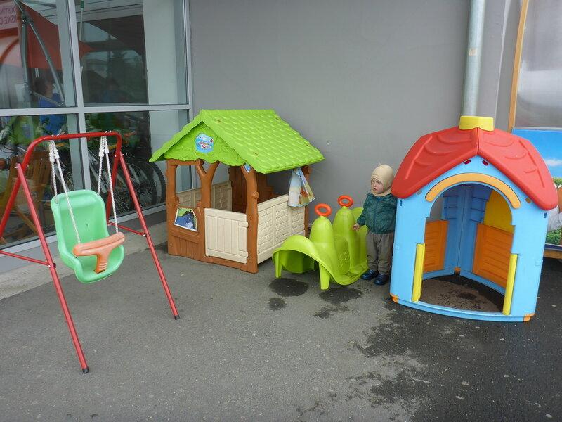 детская площадка у супермаркета tempo в Врнячка Баня