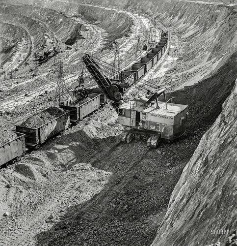foto-history: Ноябрь 1942 года; погрузка в эшелон медной руды