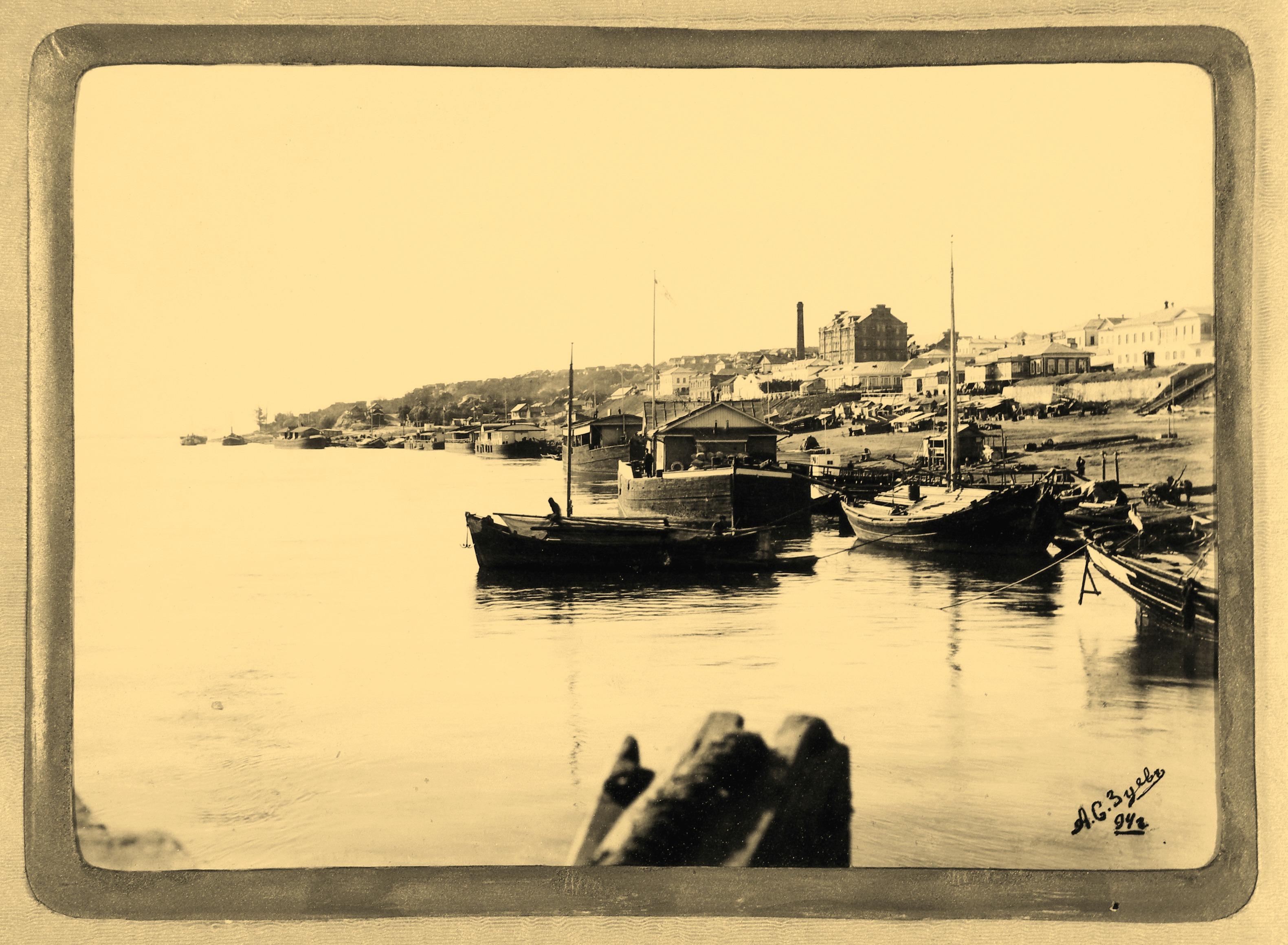 Вид Вольска с реки Волга
