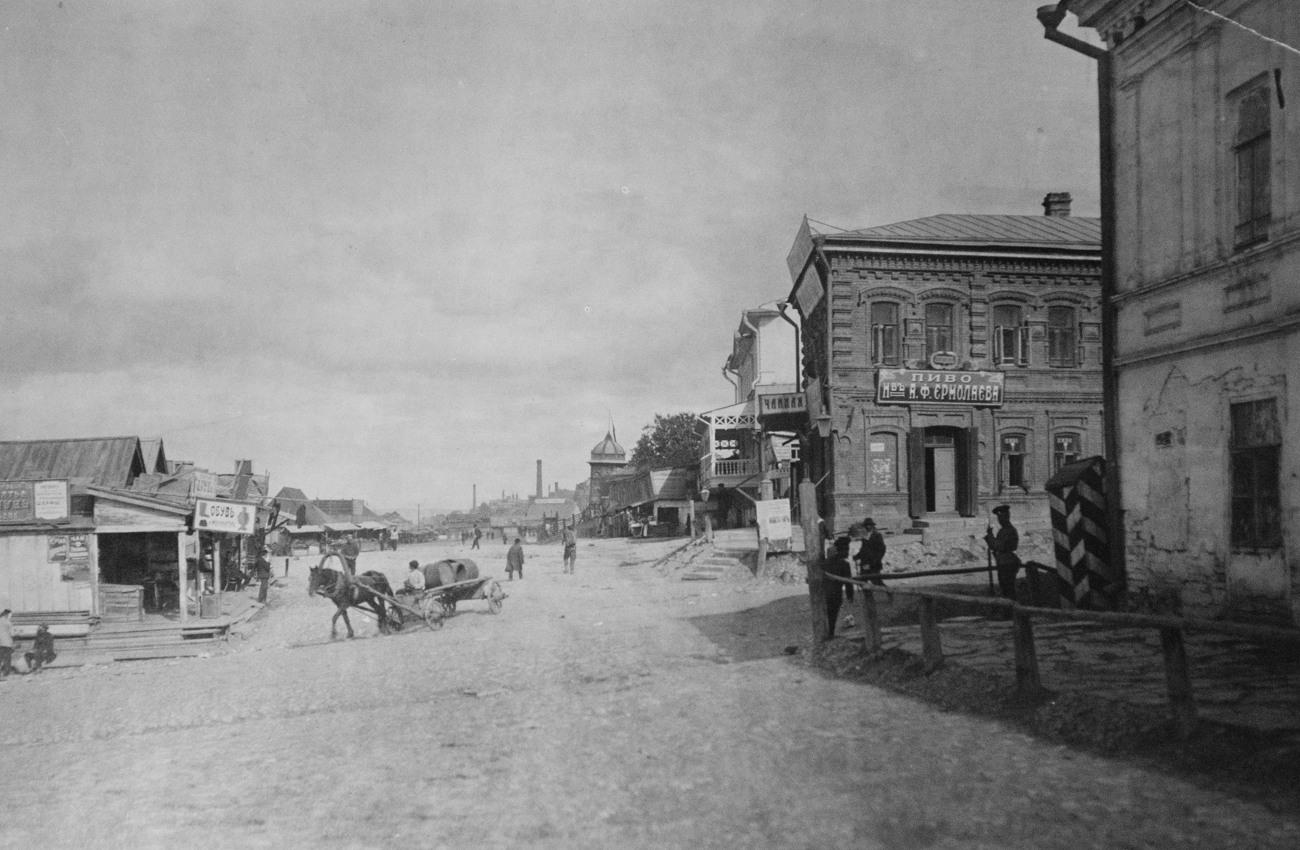 Пересечение набережной и Заводской улицы. 1913