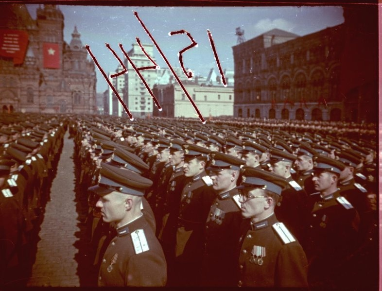 Первомайская демонстрация 1947 г. в Москве. Владислав Микоша7.jpg