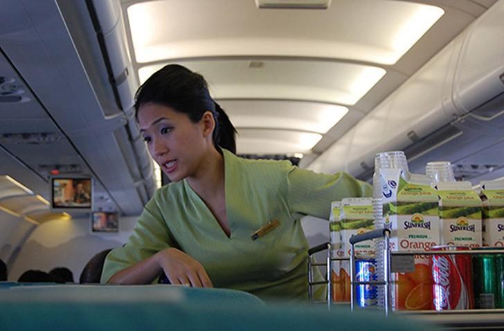 29. Запомните, когда лучше всего пользоваться уборной самолёта. Поскольку в большинстве авиакомпаний