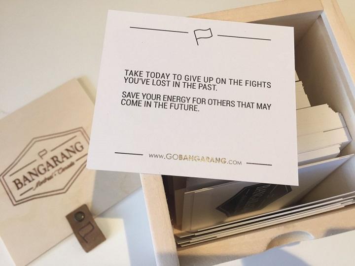 «Позитивный куб» — продукция компании Bangarang — набор из 199 карточек с философскими цитатами. 35