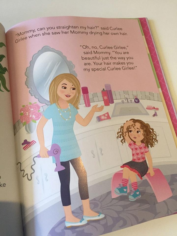 Детская книжка Curlee Girlee, призванная привить девочкам навыки ухода за волосами.