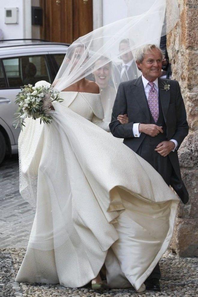 Невесту к алтарю повел ее отец – Артур Уэлсли, британский политик и, собственно, девятый герцог Велл