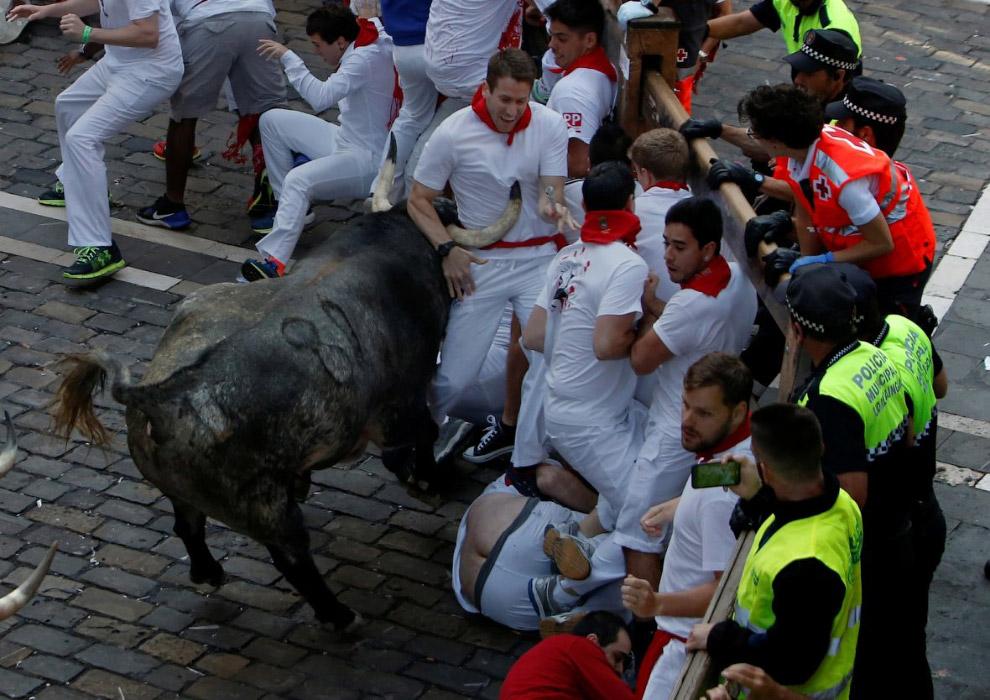 18. В этому году во время бегов с быками уже погибли 2 американца и 2 испанец. (Фото Susana Ver