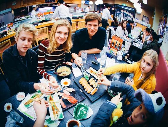 Наталья Водянова выложила новые фотографии семейного отдыха вЯпонии