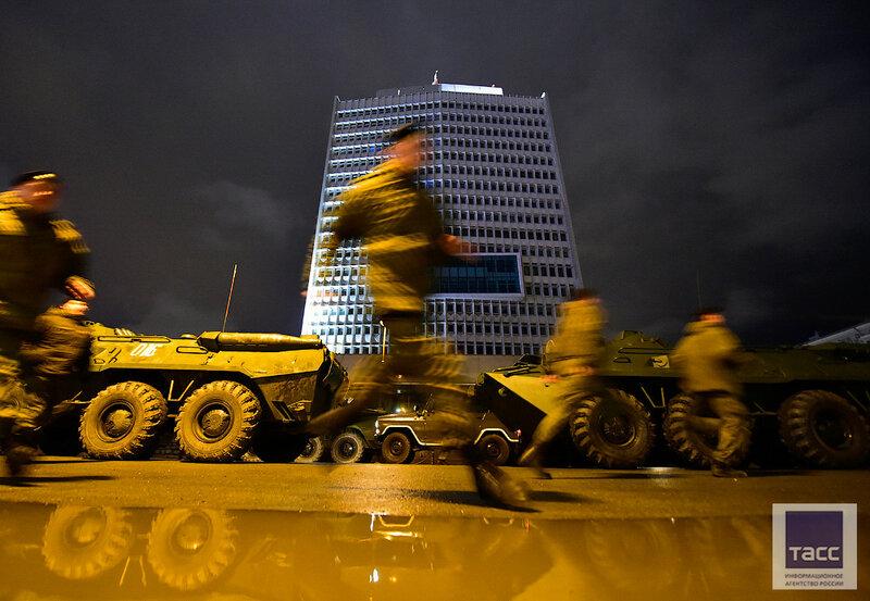 На первой ночной репетиции Парада Победы во Владивостоке отработали движение военной техники