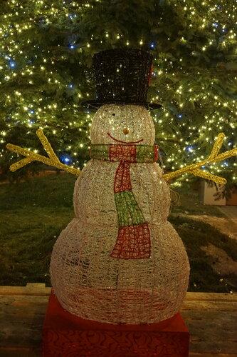 Снеговик на Театральной площади