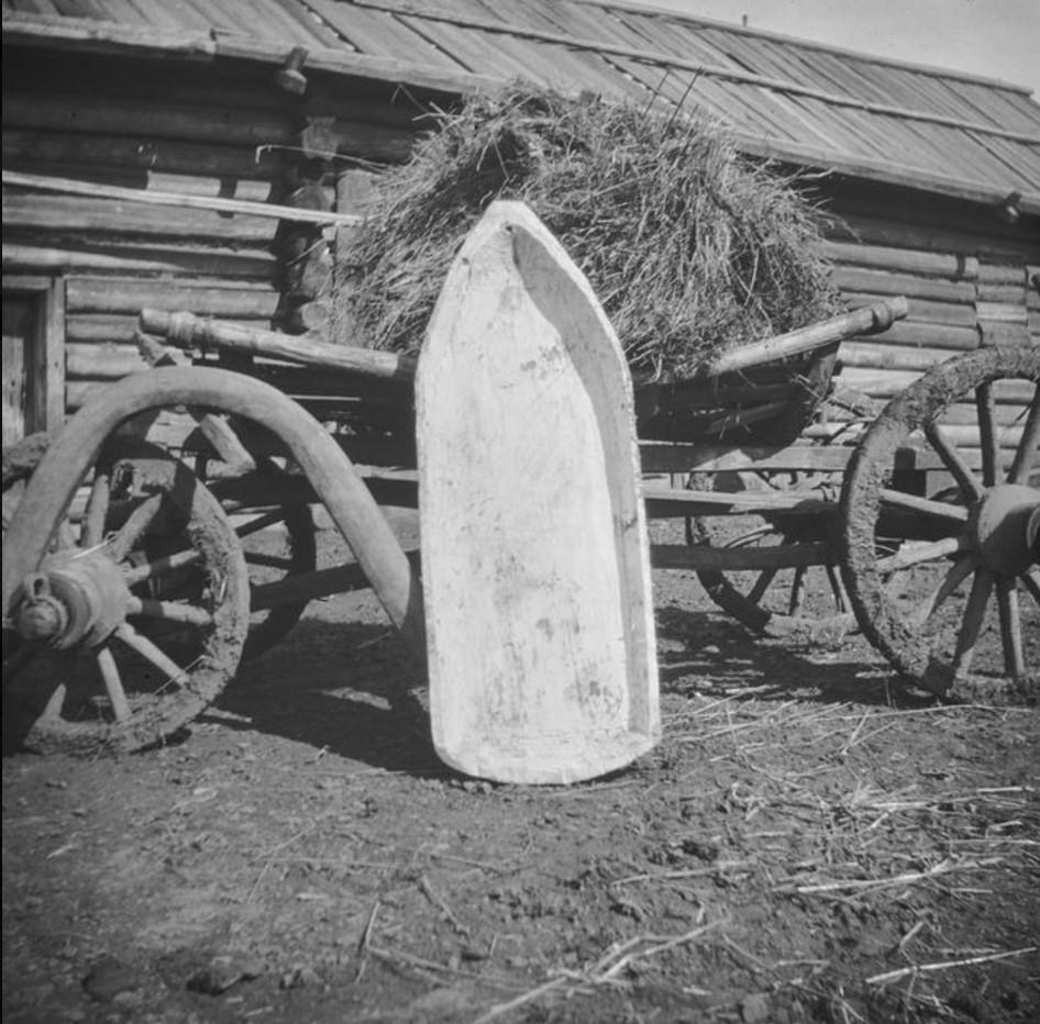 Большое деревянное корыто