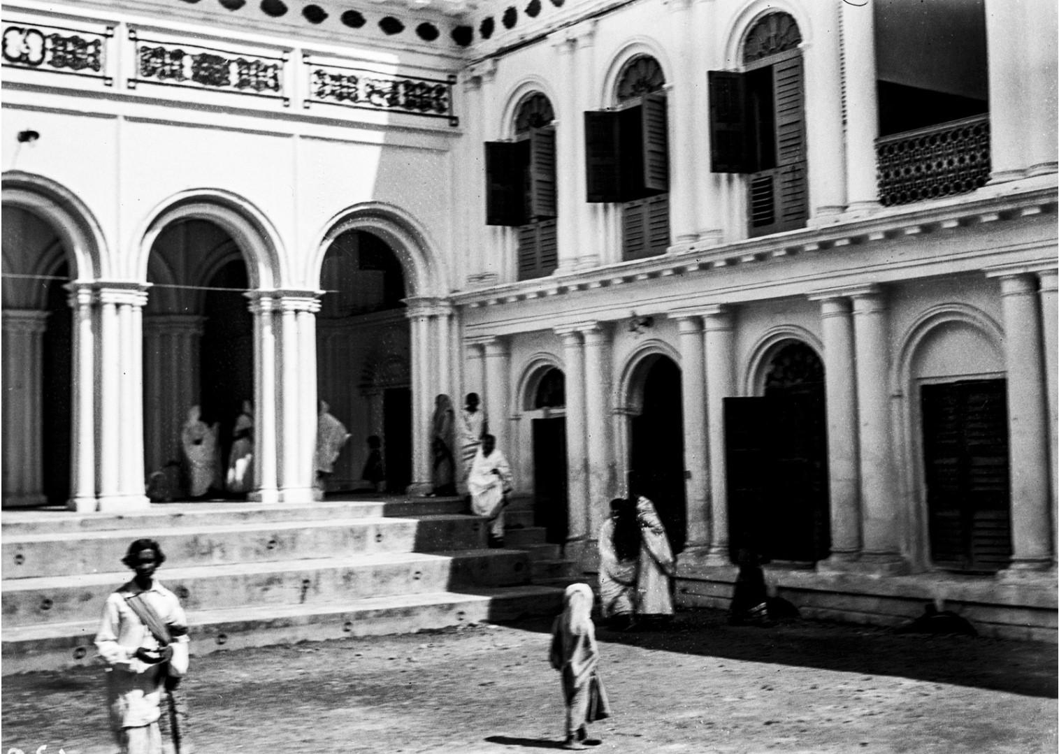 1299. Вид на внутренний двор особняка Тагора