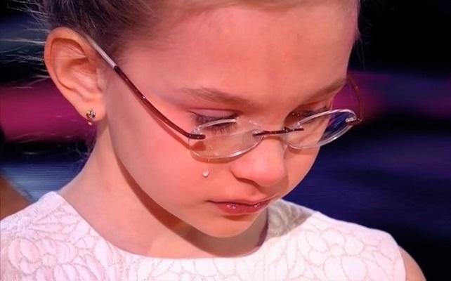 Девочка 8 лет спела песню Земфиры Жить в твоей голове, Познер и Литвинова довели Вику Старикову до слёз