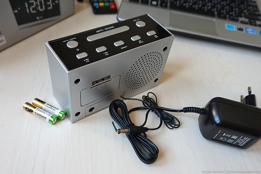 Радиочасы Harper HCLK-2044