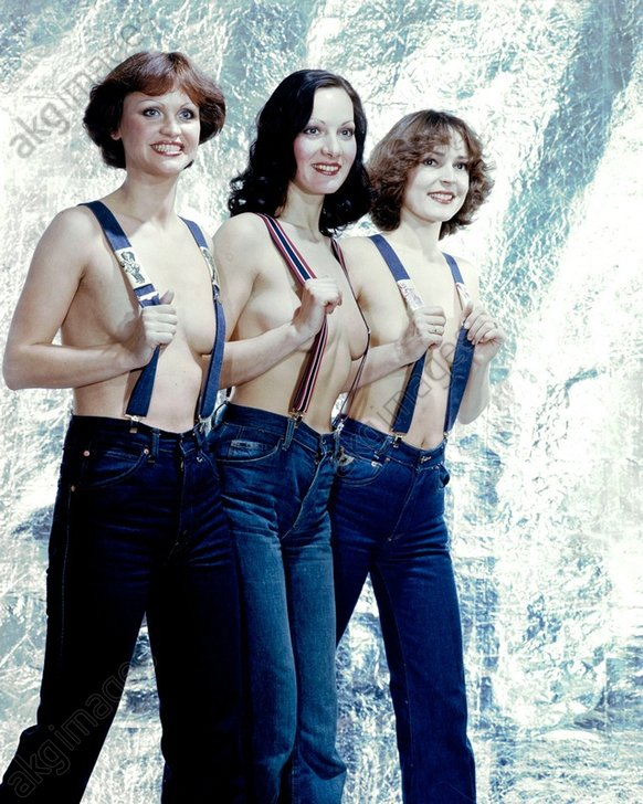 Damenmode / DDR / Blue-Jeans/ Foto 1978 - Ladies Fashion / Denim trousers / 1978 - Mode : mode fйminine 1978. - Mannequins, seins nus et jeans
