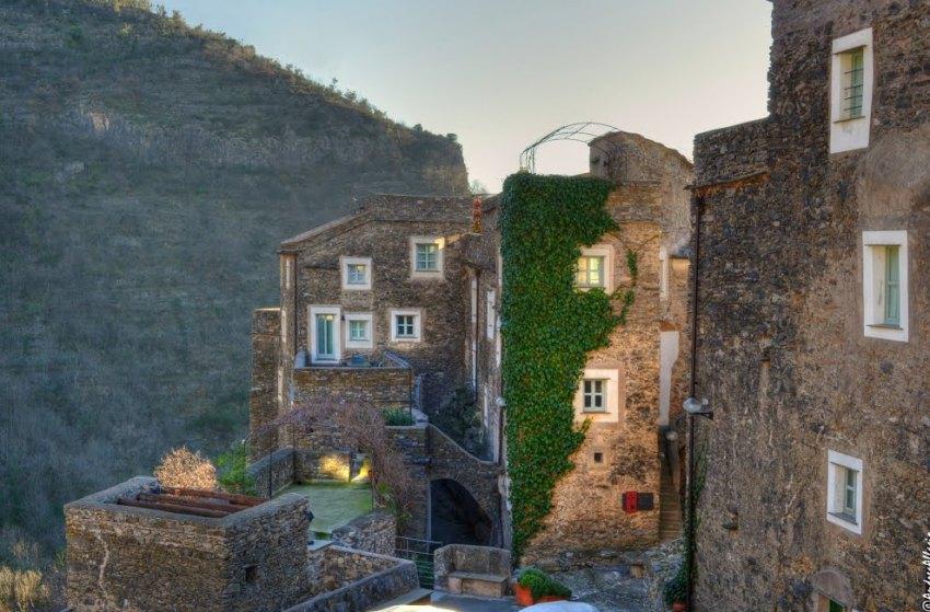 Каменная деревня в Италии