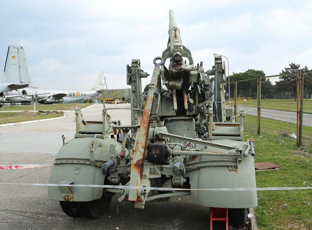 Krupp 88/56, anti-aircraft gun. Museo del Aire, Madrid