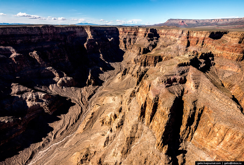 7. Ширина Большого каньона в верхней точке, на уровне плато, колеблется от 6 до 29 километров.