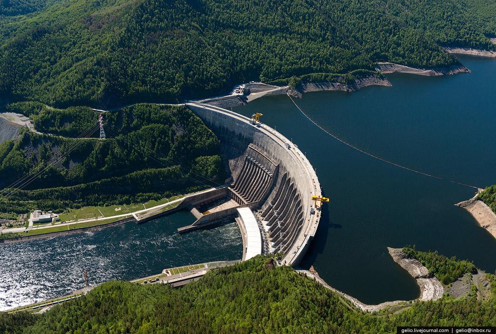 21. Возведение плотины началось в 1968 году и продолжалось семь лет. За это время было уложено
