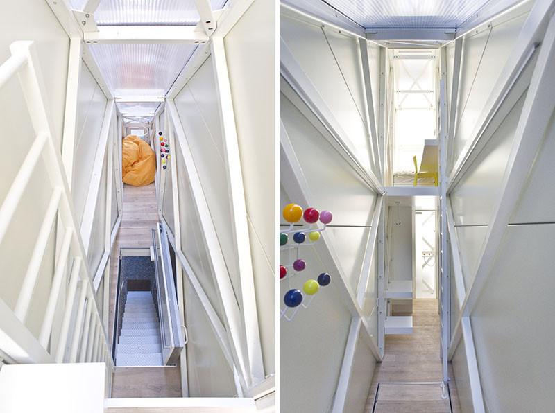 В сложенном виде лестницы выполняют функцию полов основной жилой площади.