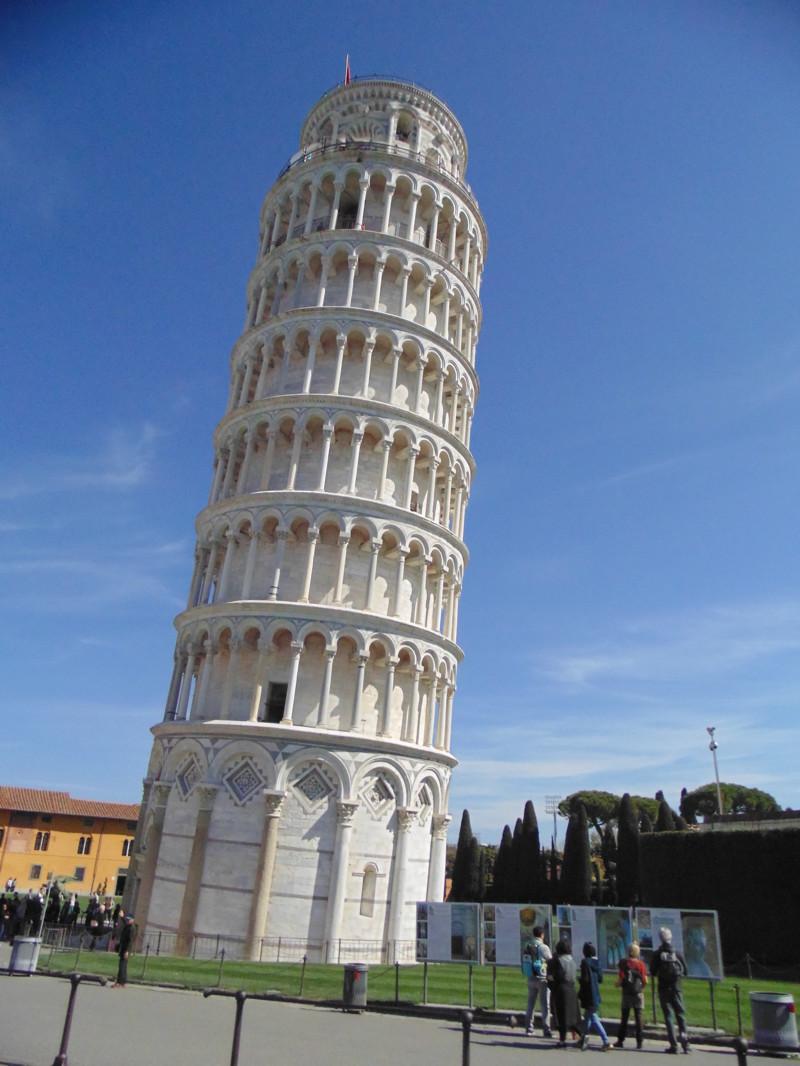 """Ну а сама Пиза это очень большая дыра. Кроме """"Поля чудес"""" где падающая башня, смотреть там совершенн"""