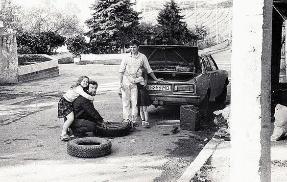 Иногда рядом с потрепанными «Москвичами» и «Волгами» стояли космические аппараты УПДК — иномарки! Пр