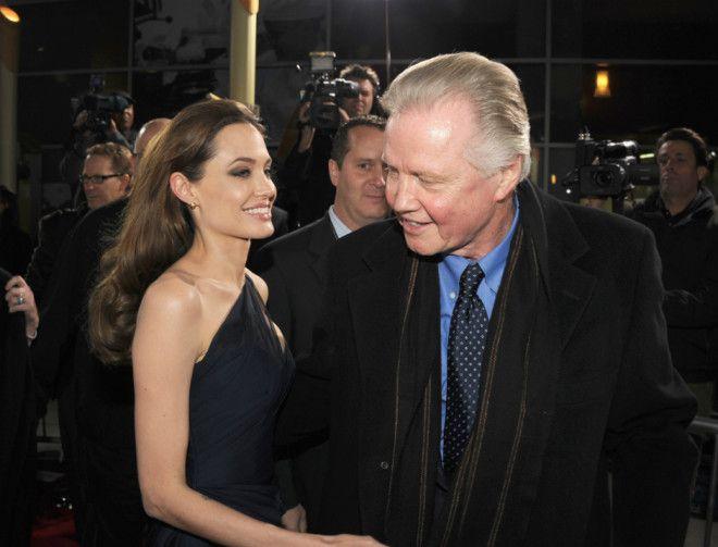Анджелина Джоли и Джон Войт Стоит отметить, что актриса также рассказала о своем переезде в новый до