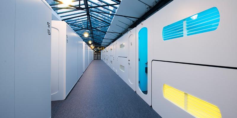 5. В CityHub 50 спальных блоков, которые называются «хабы». Каждый хаб оснащен удобной двуспальной к